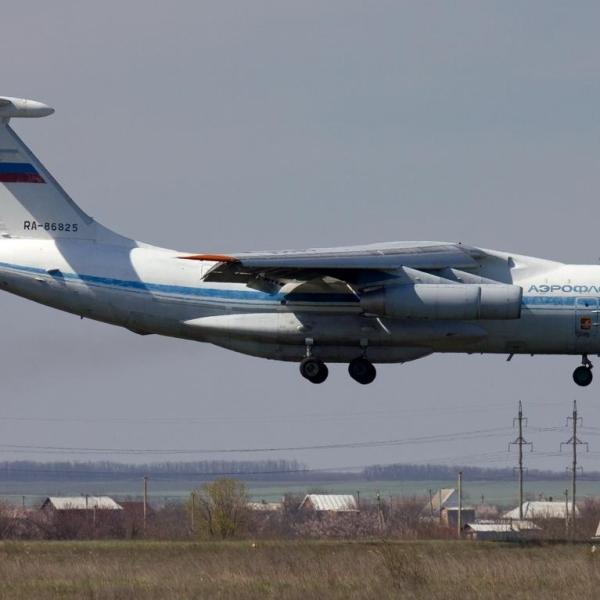 3.Ил-76М Смоленск на посадке.