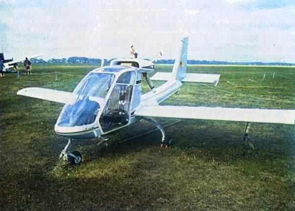 3.Легкий самолет Эльф.