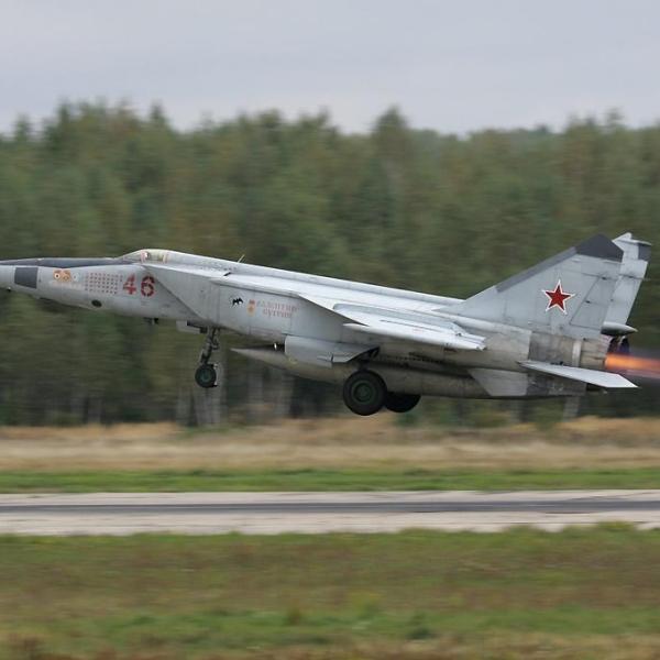 3.МиГ-25РБ ВВС России на взлете.