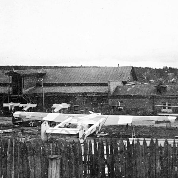 3.Планер САМ-23 на заводском дворе.