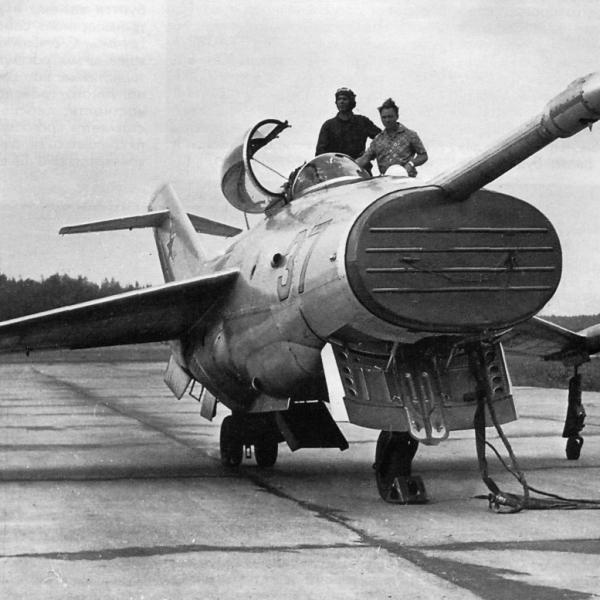 3.Подготовка Як-36 борт. №37 к полету.