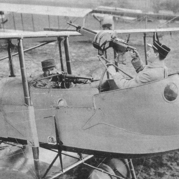 3.Пулемет Hotchkiss Mle.1909 у пилота (стрелок с Colt M1895-14)