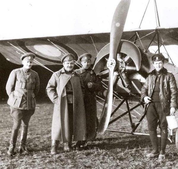 3.Русские офицеры-авиаторы у Morane-Saulnier L
