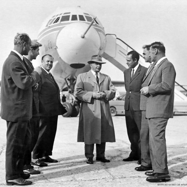 3.С.В.Ильюшин и Г.В.Новожилов у опытного Ил-62.