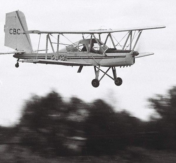 3.Самолет Дебют в полете.