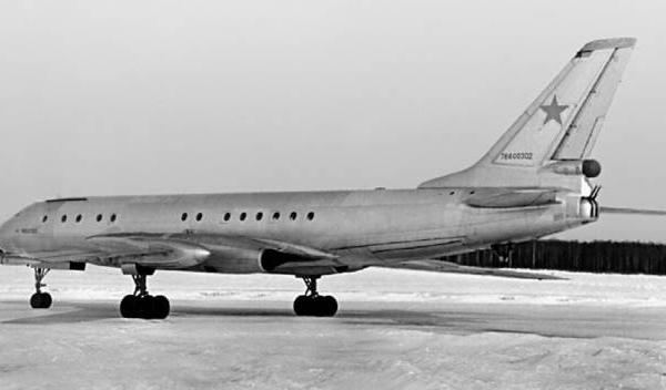 3.Транспортный самолет Ту-107.
