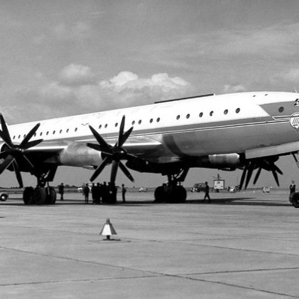 3.Ту-114 на стоянке.
