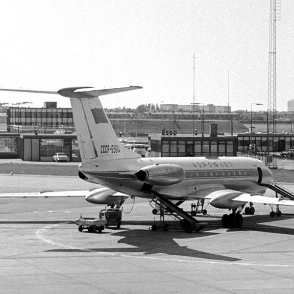 3.Ту-134 на стоянке.