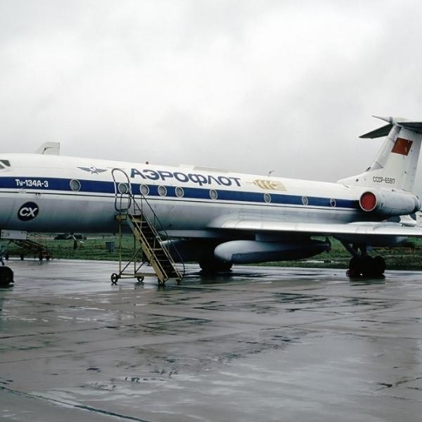 3.Ту-134СХ на стоянке.