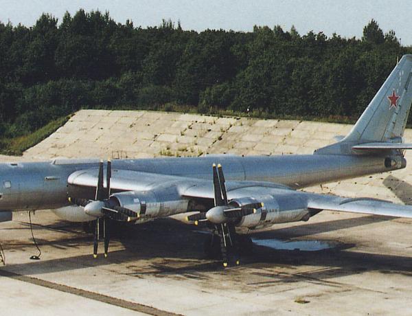 3.Ту-142М на стоянке. 2