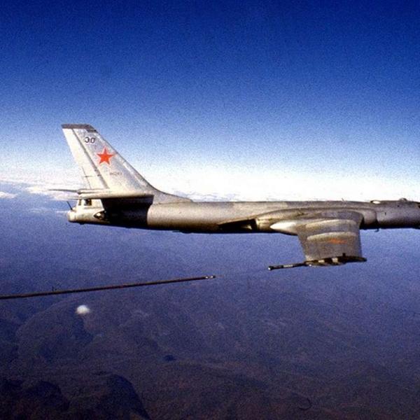 3.Ту-16З в полёте.