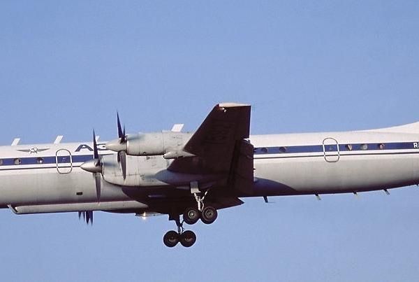 3.ВКП Ил-22 заходит на посадку.