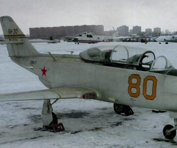 3.Як-30 на стоянке. 2
