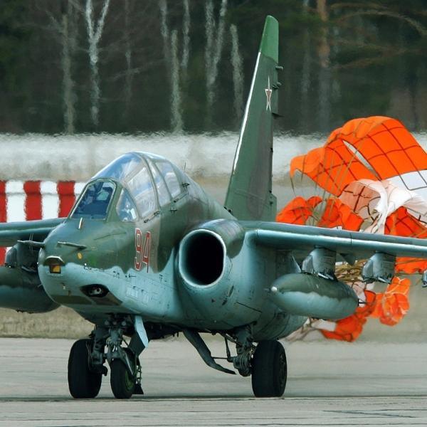 3а.Су-25УБ после посадки.