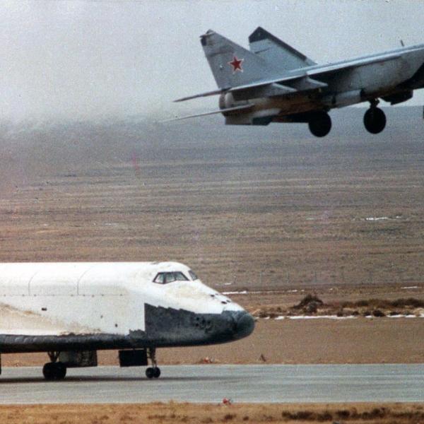 4.МиГ-25ПУ-СОТH на сопровождении посадки Бурана.