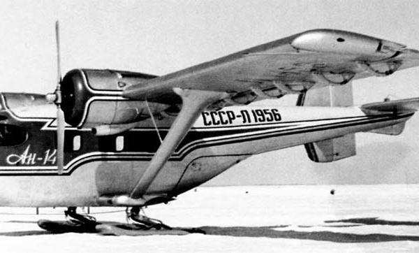 4.Опытный Ан-14 на лыжном шасси.