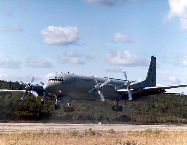 5.Ил-38 на посадке.