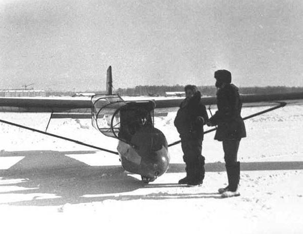 5.КАИ-12 на зимнем аэродроме.