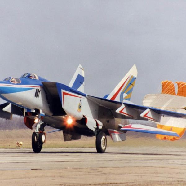 5.МиГ-25ПУ на пробеге.