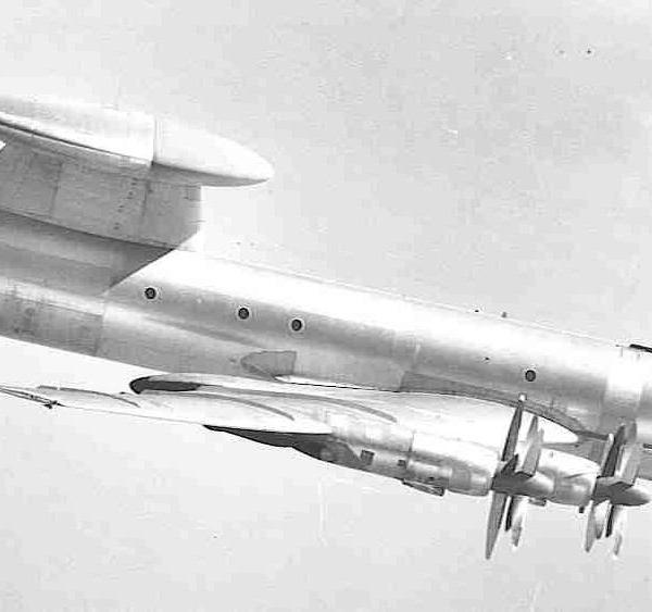 5.Ту-126 в полете.