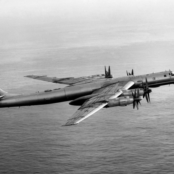 5.Ту-142М3 в полете.