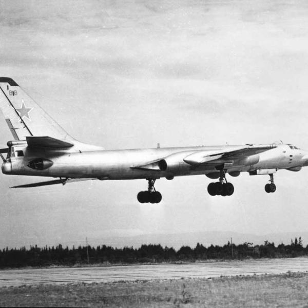 5.Ту-16РМ на взлете. 2