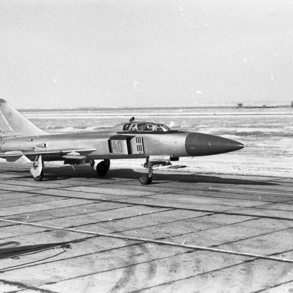 5.Учебно-тренировочный Су-15УМ на рулежке.