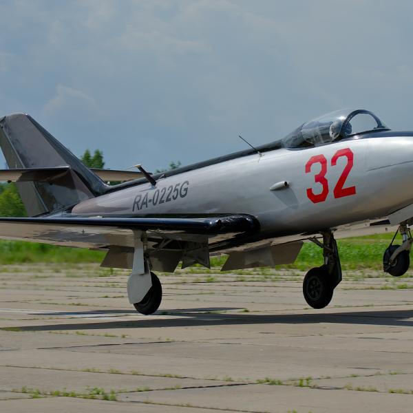 5.Як-32 на взлете.