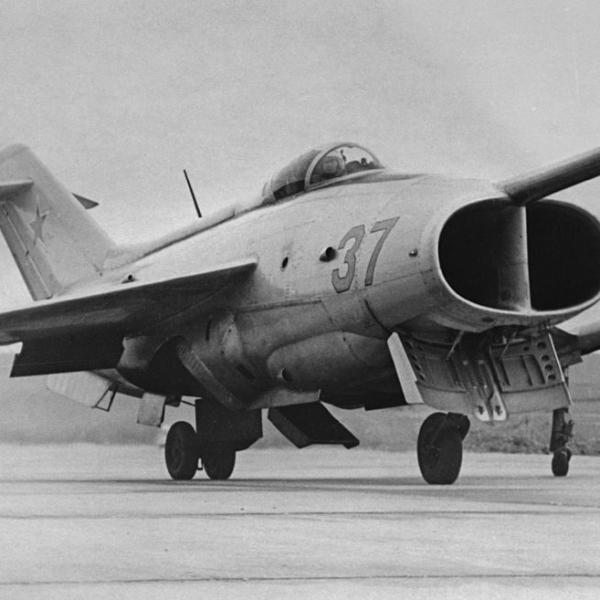 5.Як-36 борт №37 готовится к взлету.