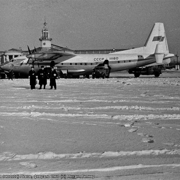 5а.Ан-10 в аэропорту г.Львов. 1960 г.