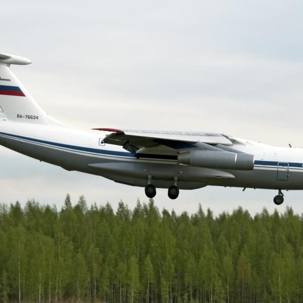5а.Ил-76МД на посадке.