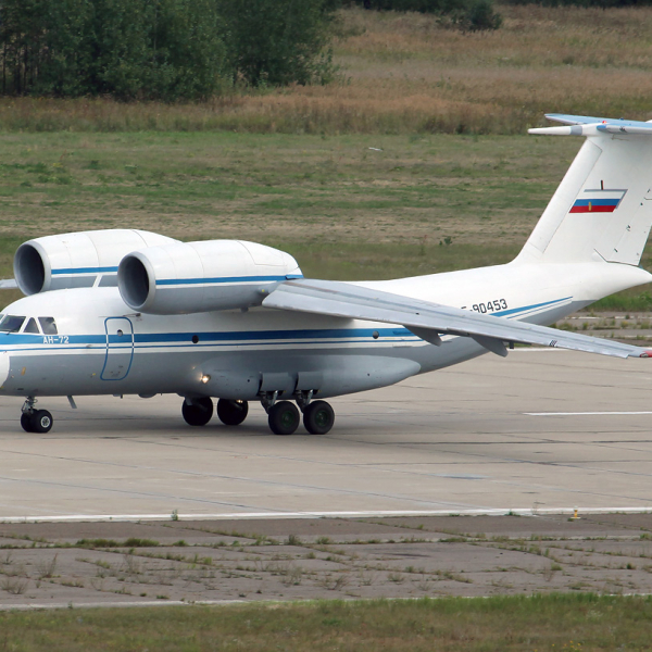 6.Ан-72 выруливает на старт.