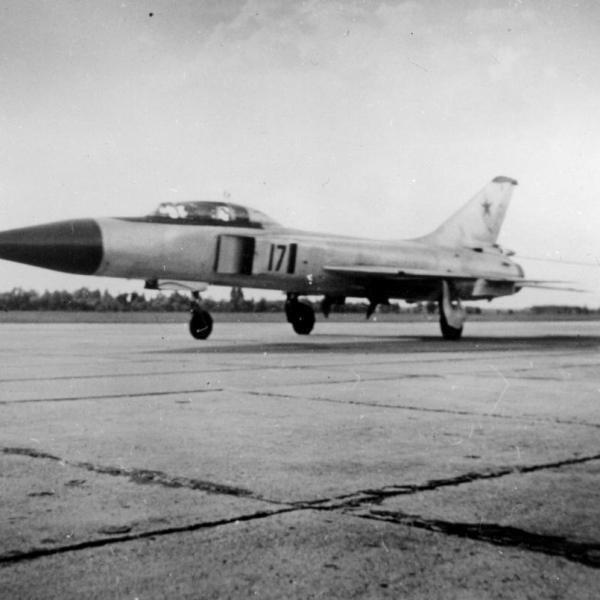 6.Су-15УТ на пробеге.