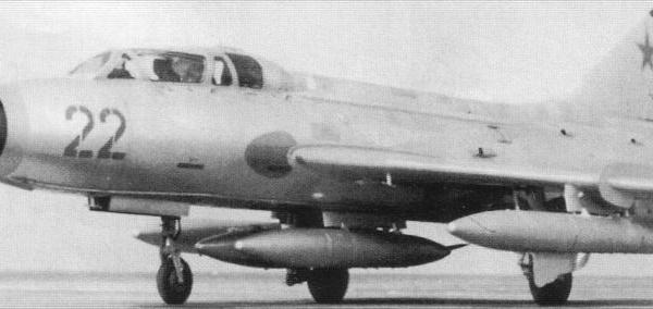 6.Су-7У на рулежке.
