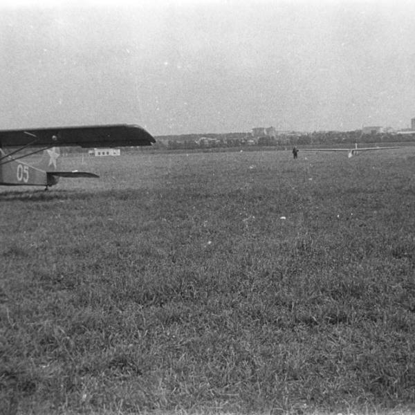 7.БРО-12 перед взлетом на буксире за Як-12.