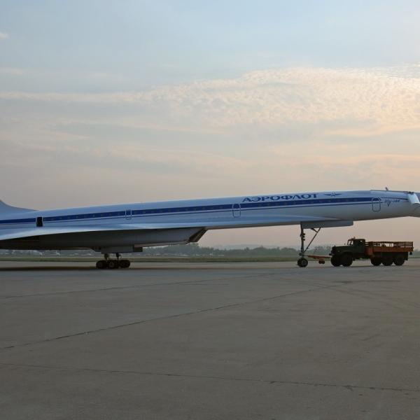 7.Буксировка Ту-144Д.