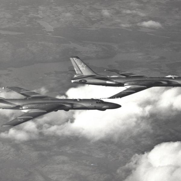 7.Дозаправка Ту-16РМ от Ту-16З.