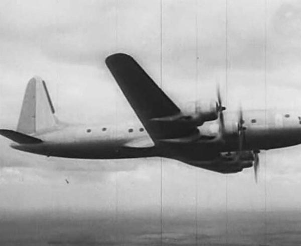 7.Ил-18 (первый) в полете.