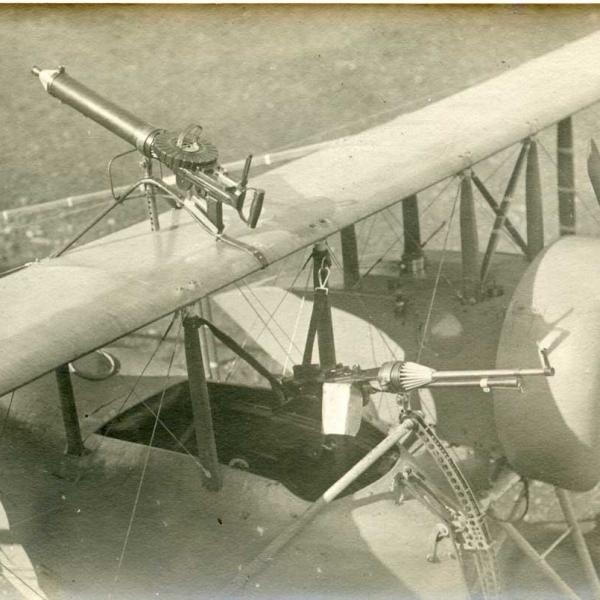 7.Пулеметы Lewis на самолете Caudron G.IV.