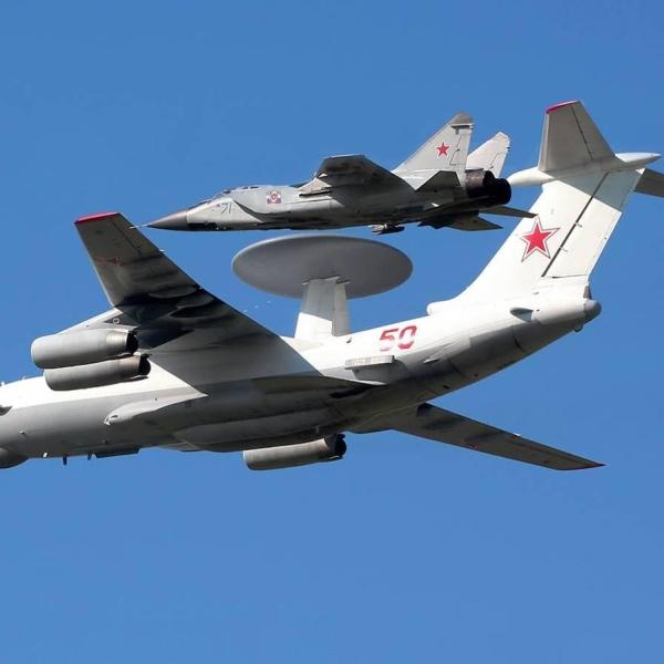 7.Самолет ДРЛО А-50 в сопровождении МиГ-31..