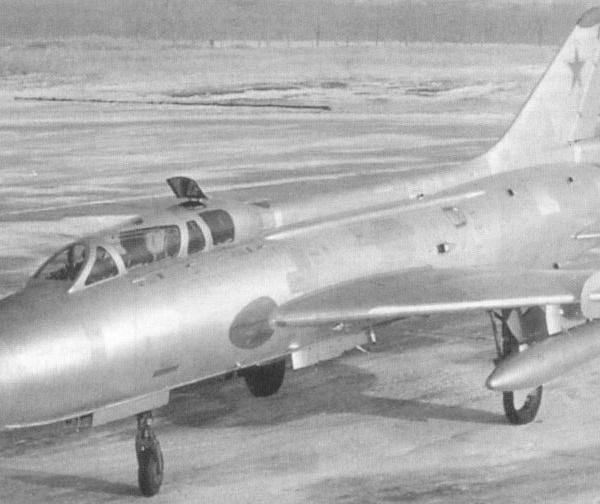 7.Су-7У на рулежке. 2