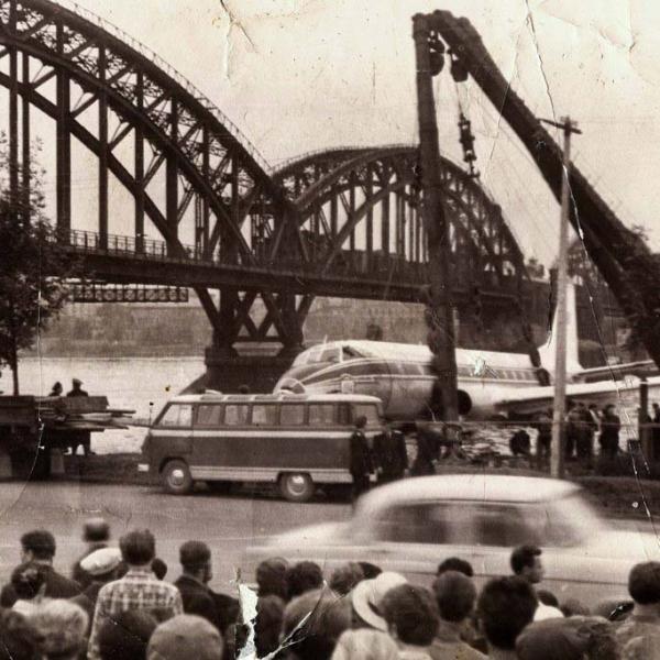 7.Ту-124 после вынужденной посадки на р. Нева. 1963 г.
