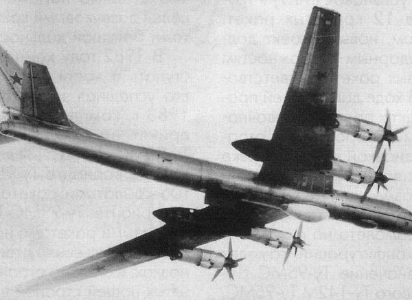 7.Ту-142М в полете.