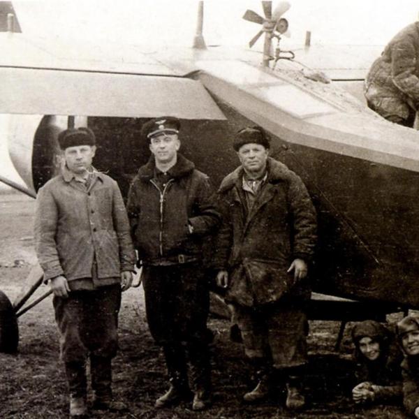 7.Як-12М на сельхоз работах. Заправка химикатов.