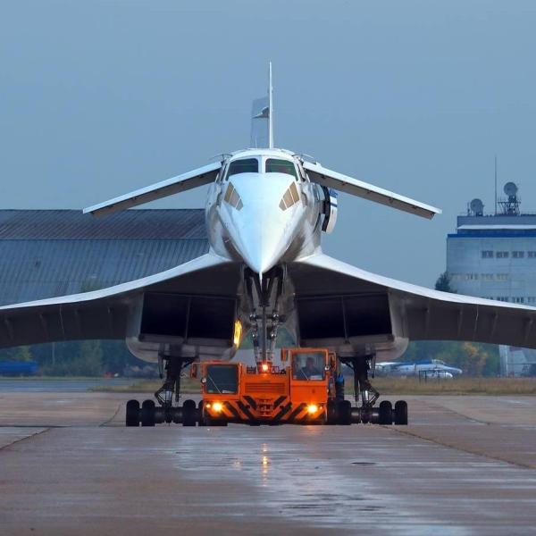 8.Буксировка Ту-144Д.