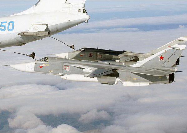 8.Дозаправка двух Су-24М от танкера Ил-78.