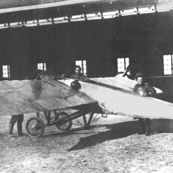 8.Самолет Morane-Saulnier G Севастопольской авиашколы. 1913 г.