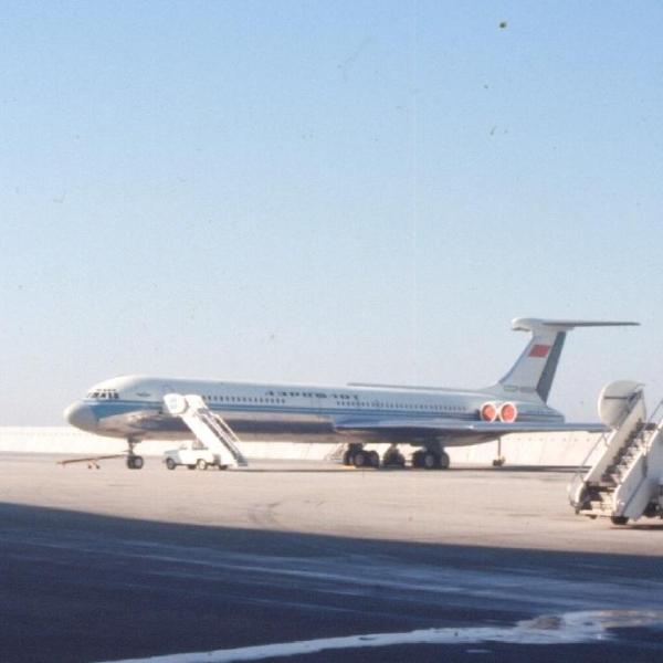 8а.Ил-62 на стоянке.