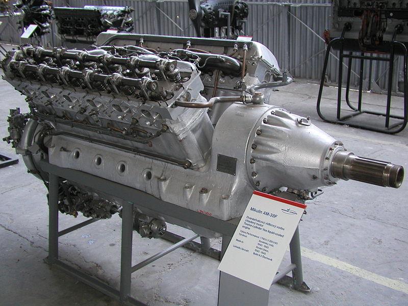 9.Dvigatel-AM-38F-v-ekspozitsii-muzeya..