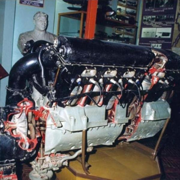 9.Двигатель М-34РНА в экспозиции музея